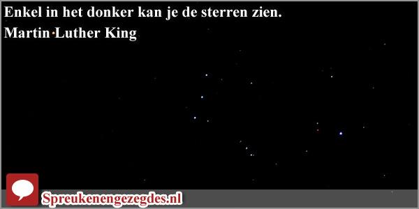 Enkel in het donker kan je de sterren zien.